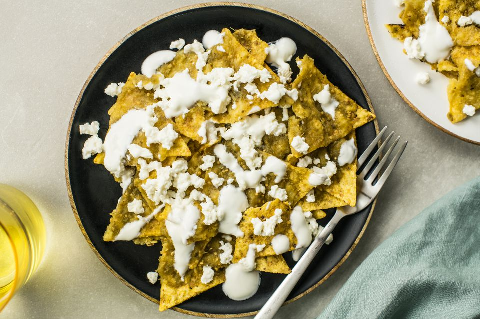 Un simple plato mexicano: Cómo hacer chilaquiles con chips de tortilla