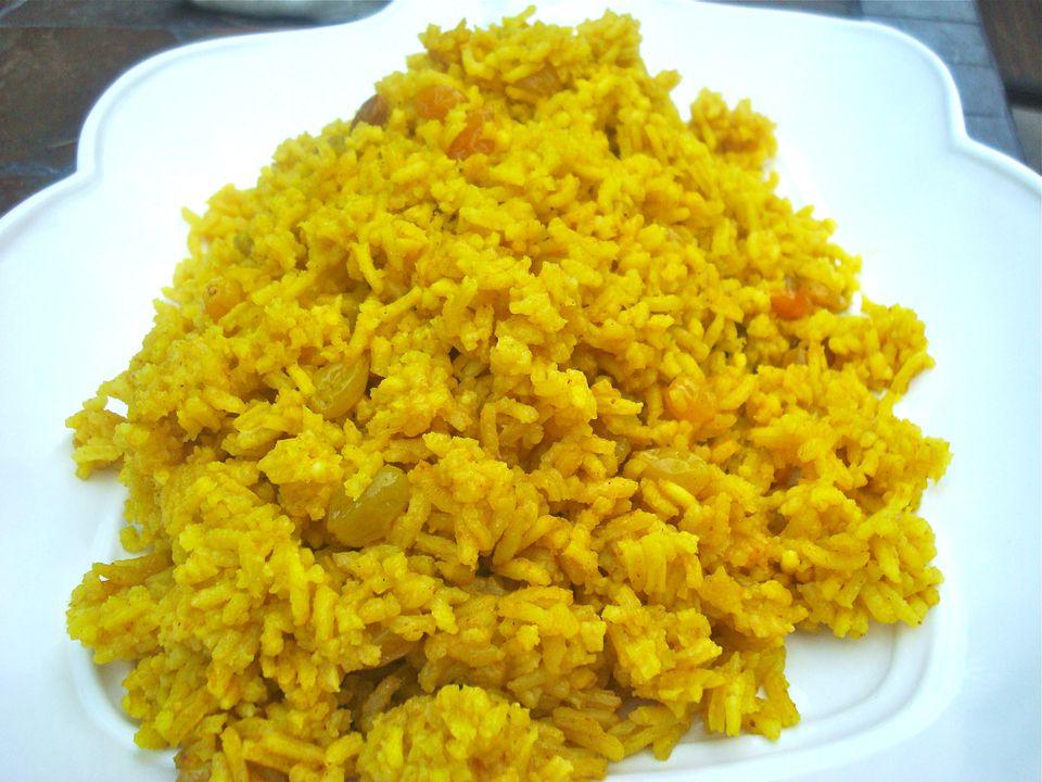 Arroz de cúrcuma con pasas doradas (parve o carne)
