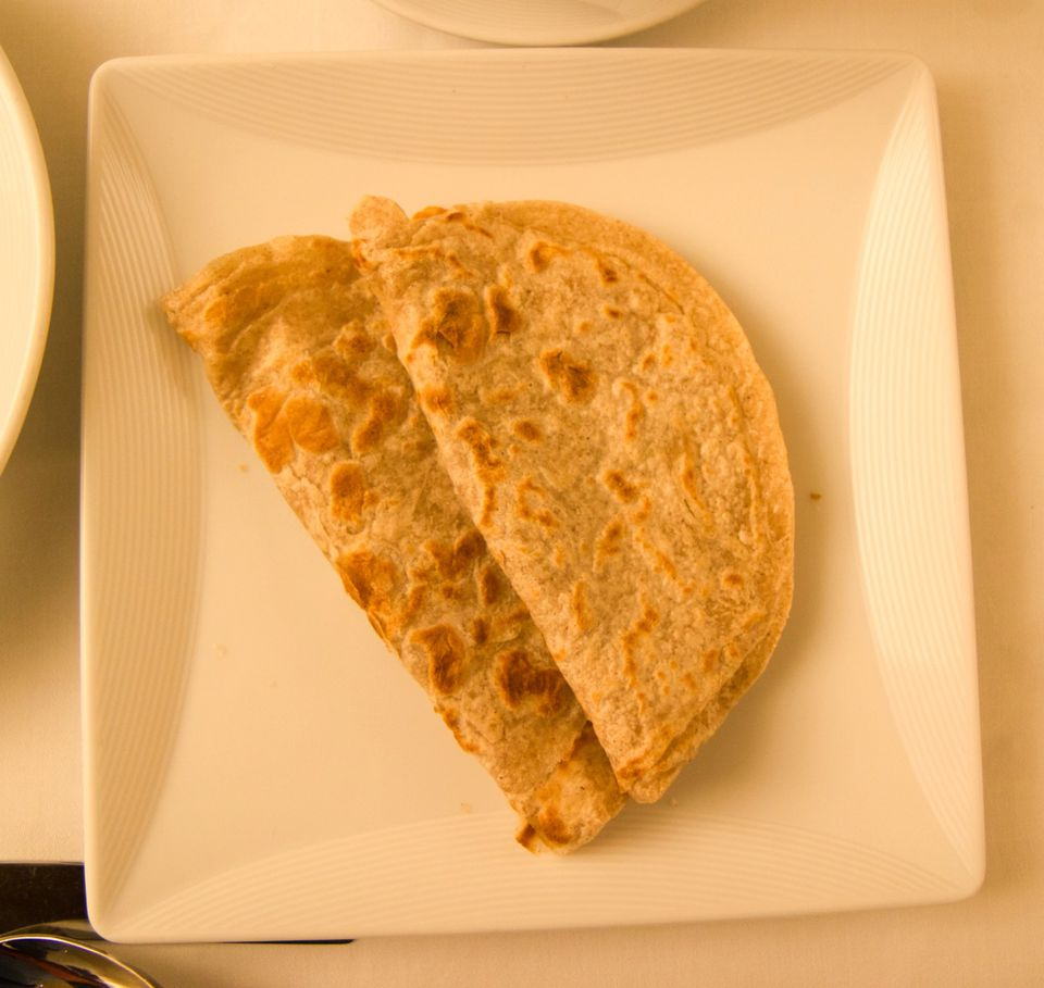 Besan Ki Roti (Pan plano de harina de gramo de Bengala)
