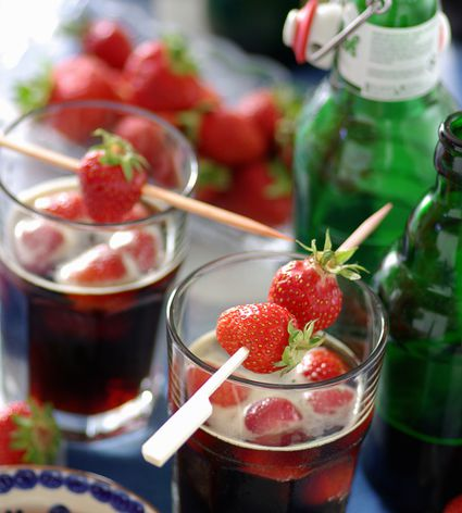 Strawberry-beer punch