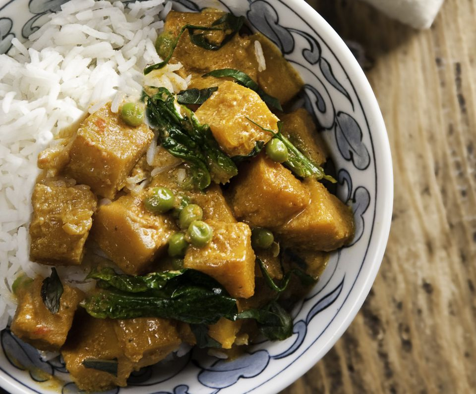 Vegetarian red curry with white rice in bowl