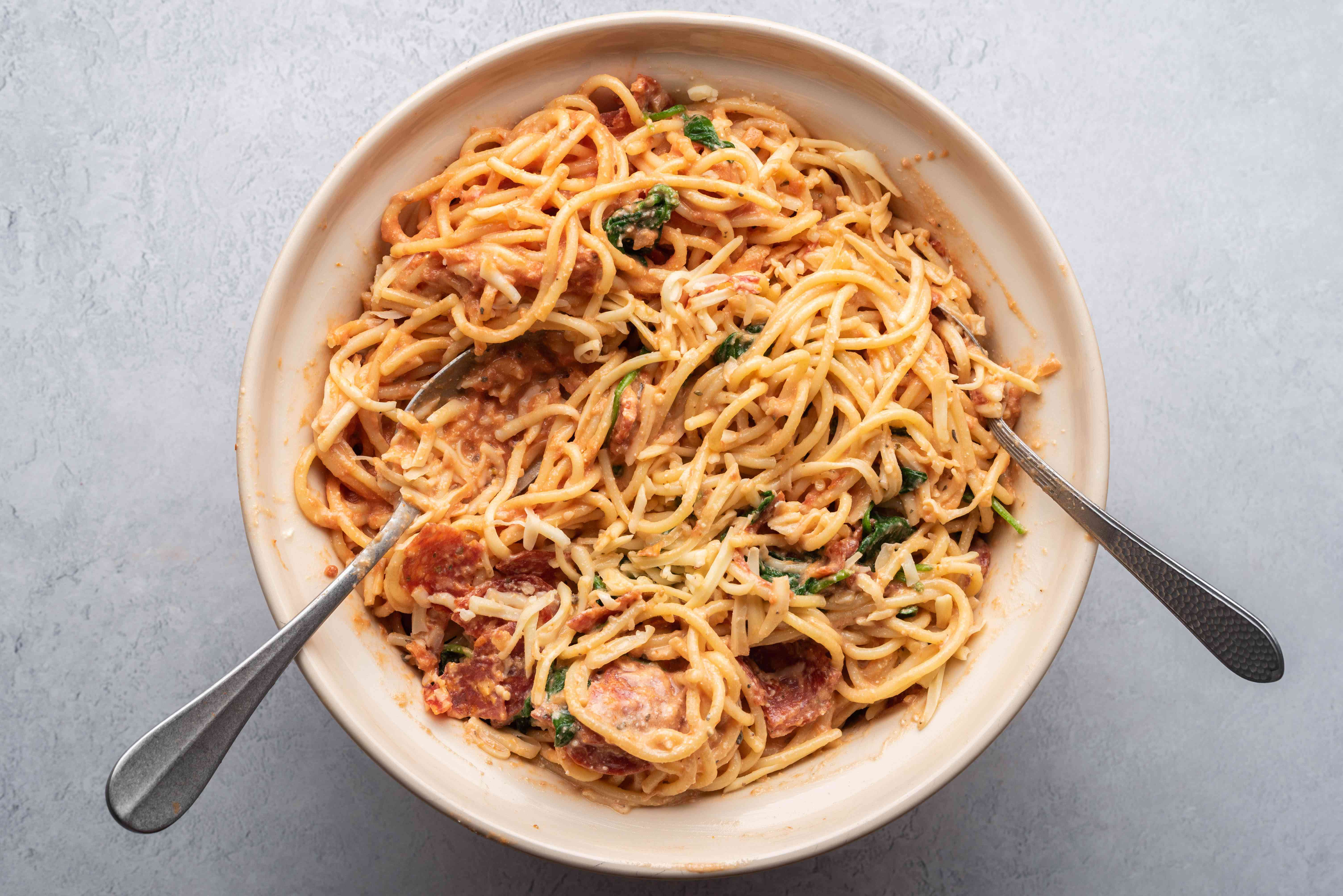 Toss the pasta with the egg mixture. Then, toss in the spinach, pepperoni, and mozzarella cheese