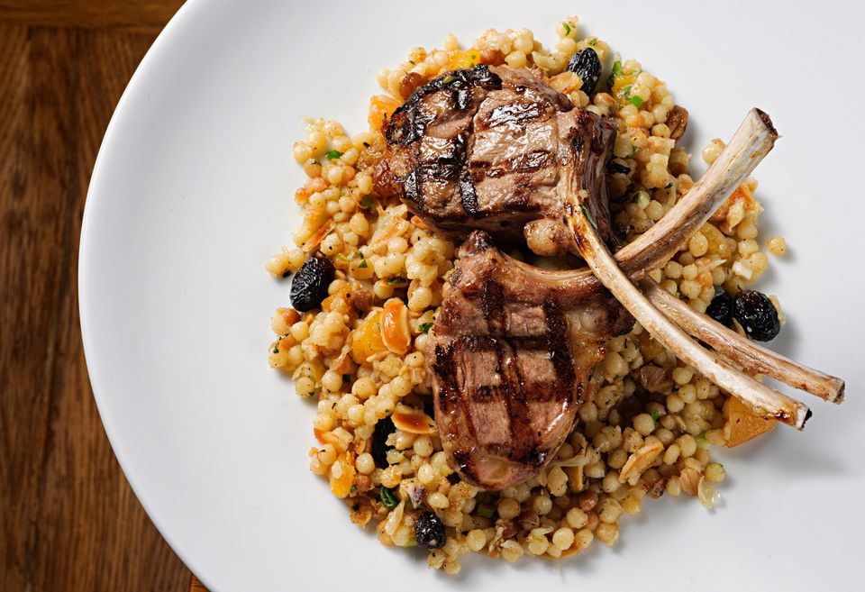 Grilled lamb chops with pilau