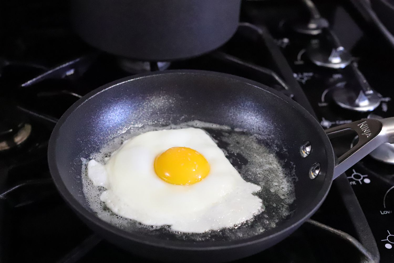 ninja-cookware-set-fried-egg