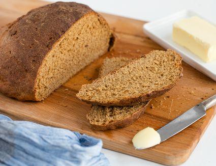 Easy pumpernickel bread