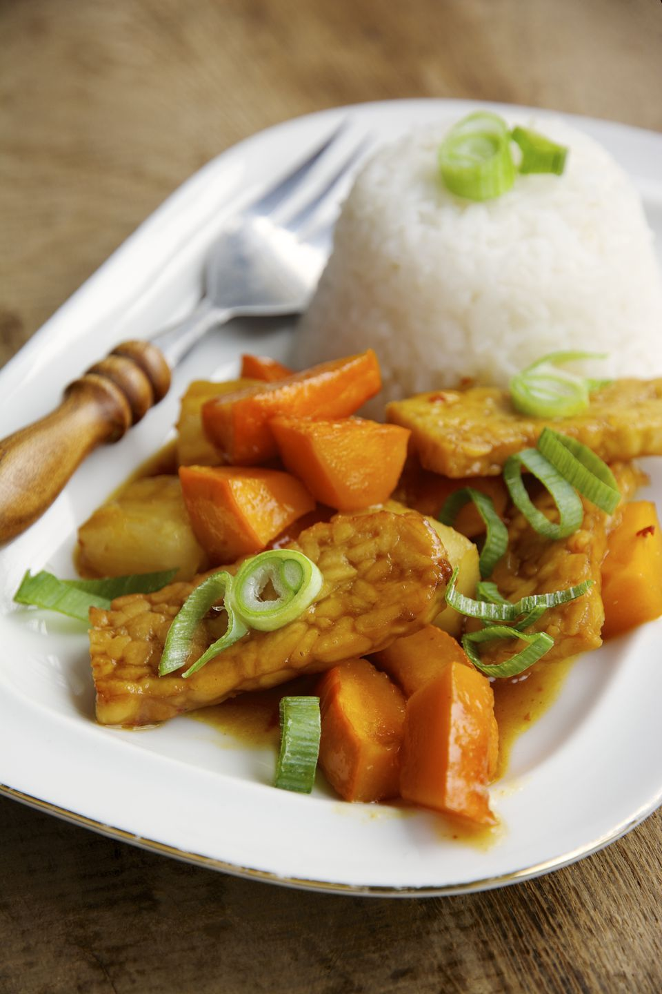 Sweet-sour tempeh with red uchi kuri squash and rice