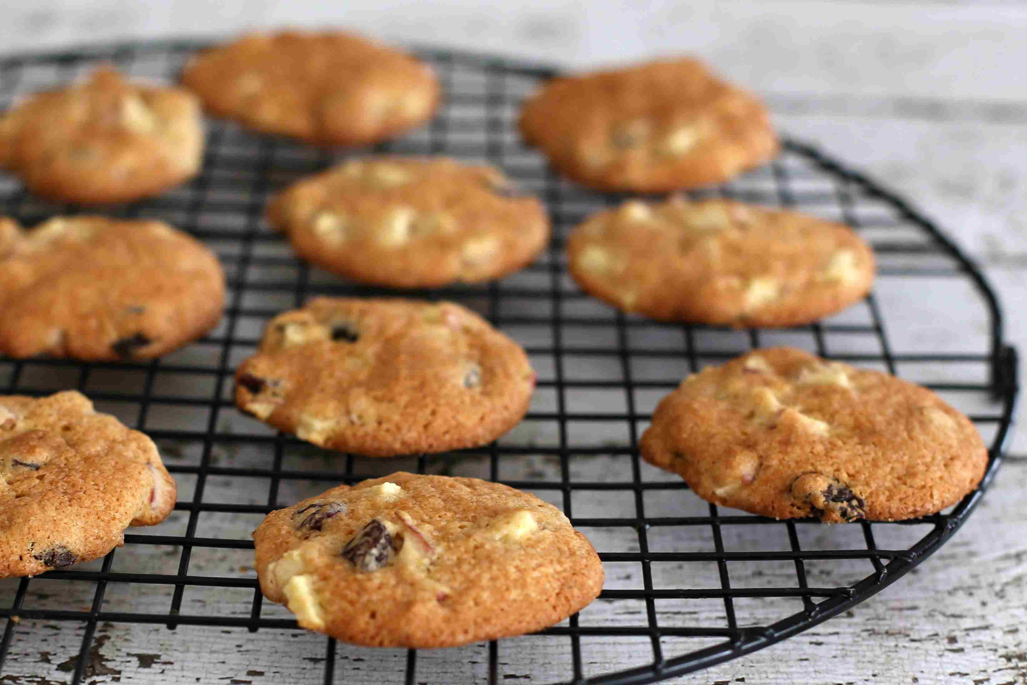 Apple raisin cookies