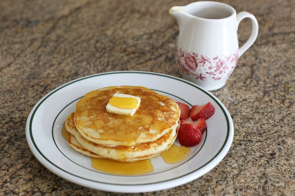 Perfect pancakes with golden syrup