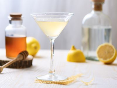 15 Fascinating and Easy Prohibition-Era Cocktails