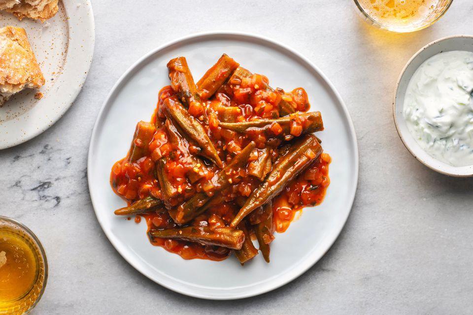Bamies Latheres me Domata: Stewed Okra in Tomato Sauce