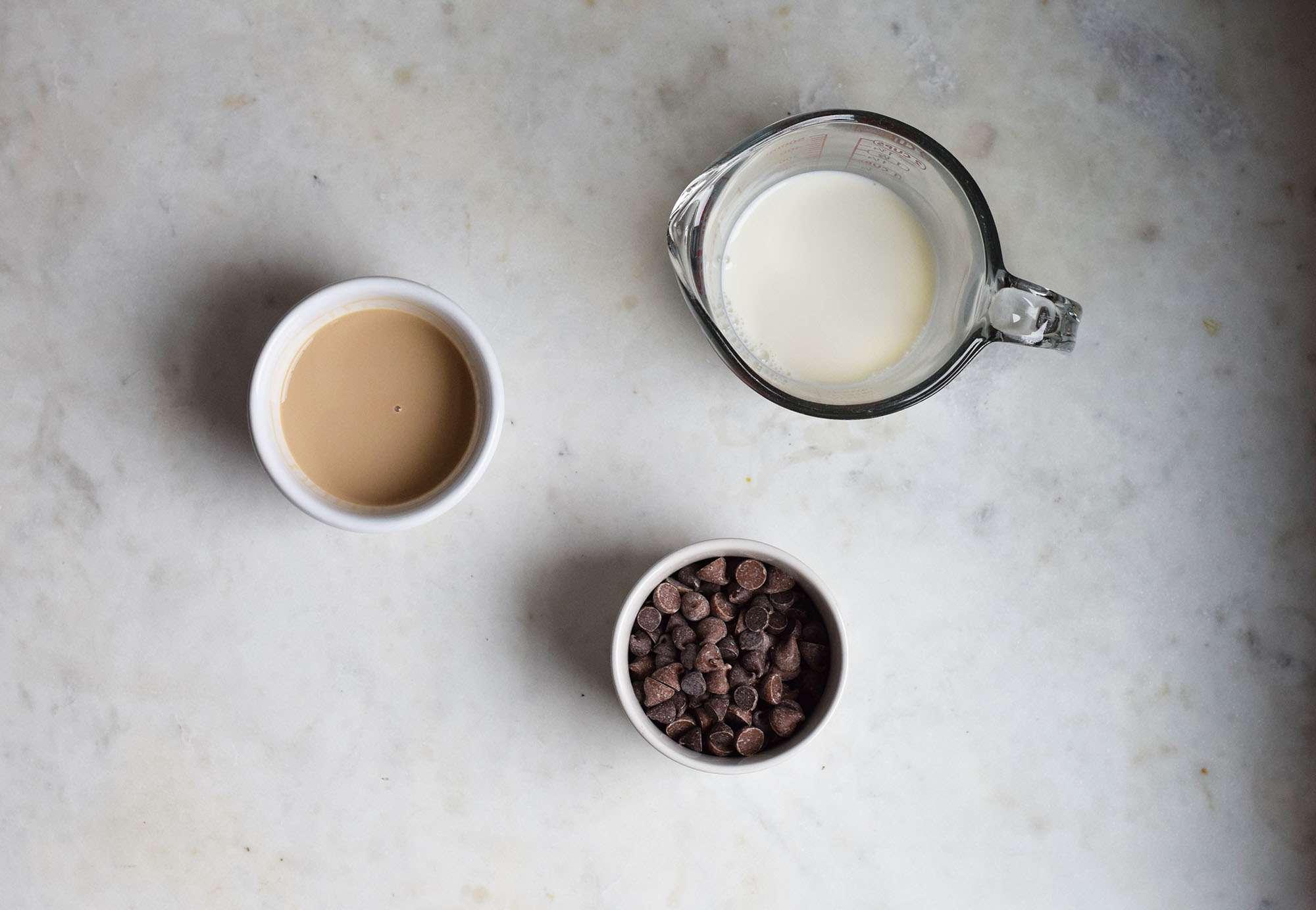 chocolate sauce ingredients