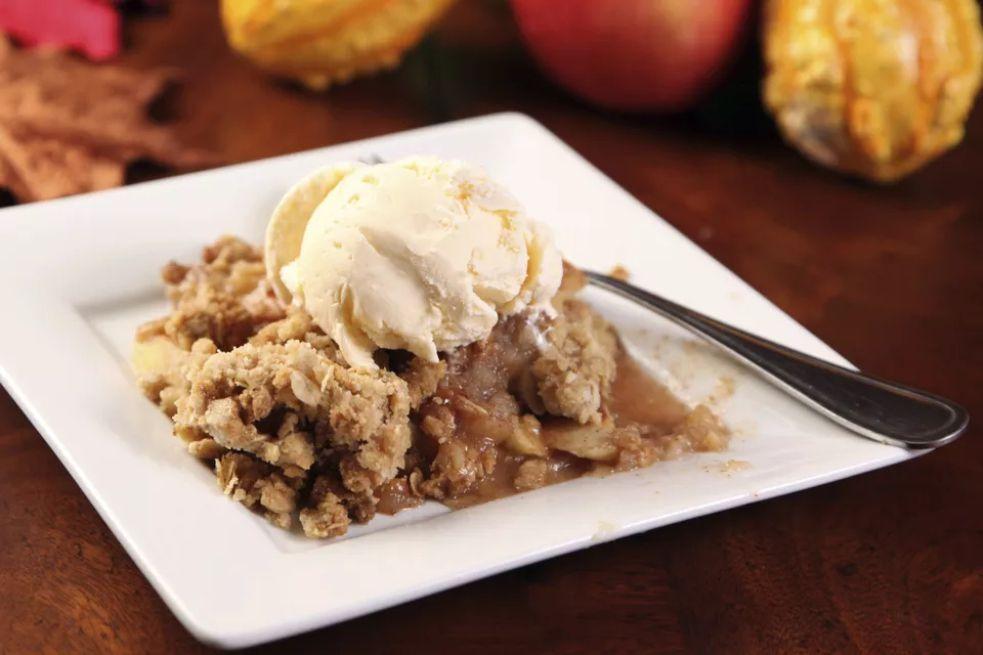 Easy Apple Crisp With Oat Topping