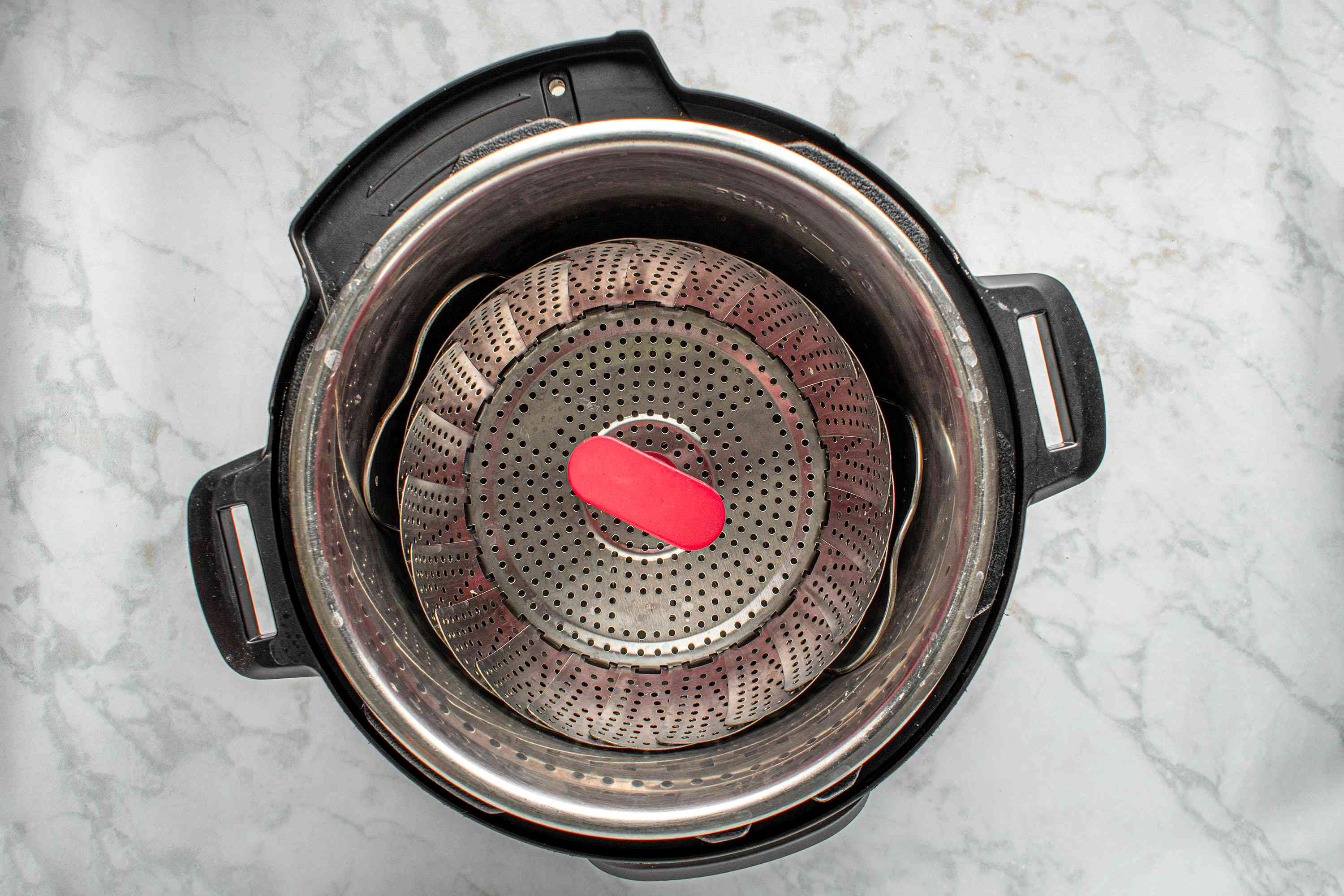 instant pot with steam rack