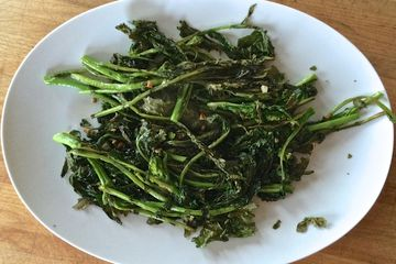 A plate of broccoli rabe