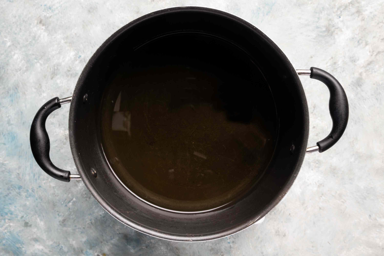 Heat the oil in a pot