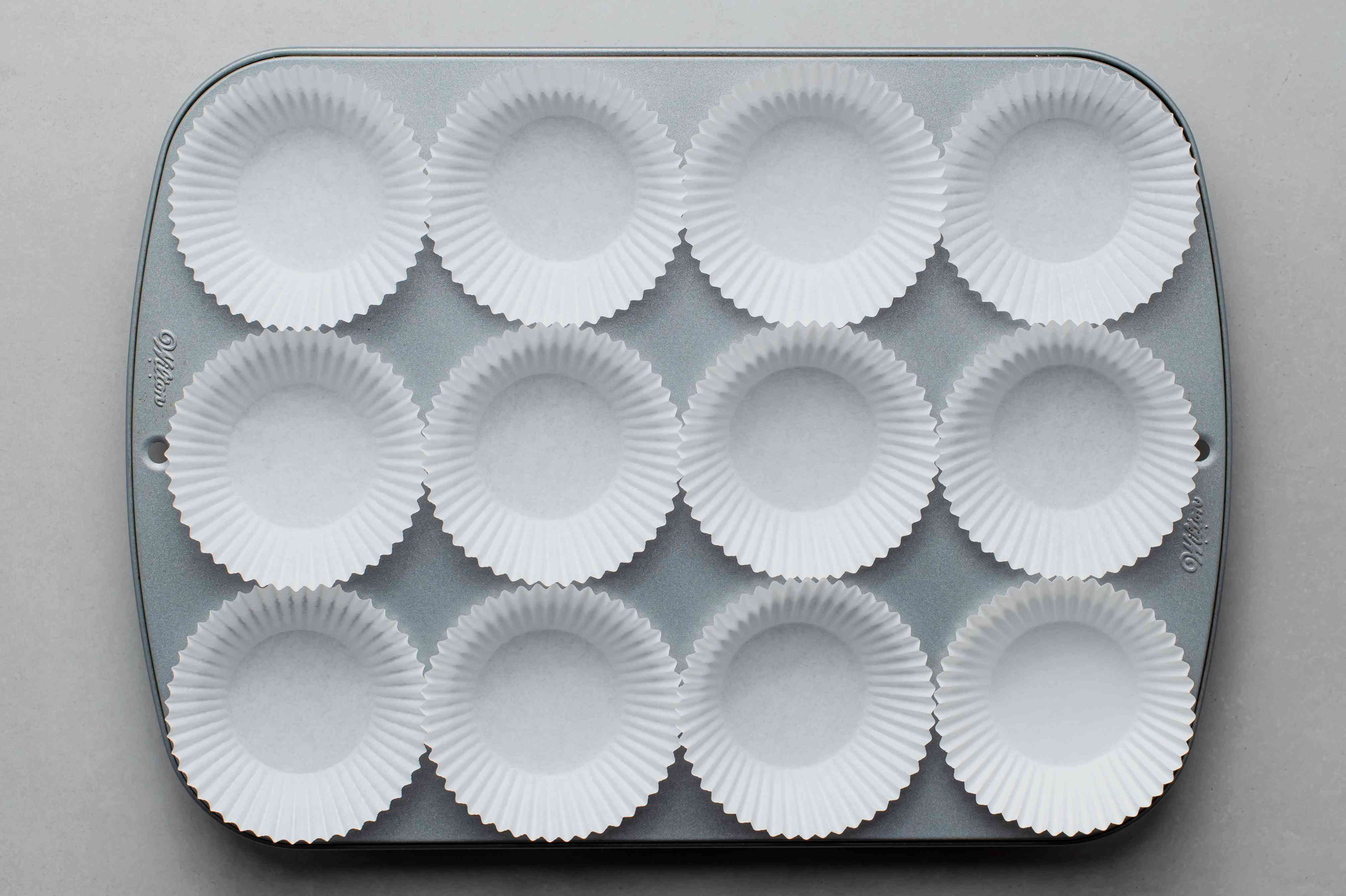cupcake tins with paper liners