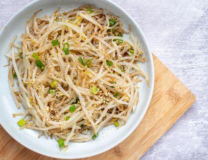 Korean Bean Sprout Salad (Sookju Namul)