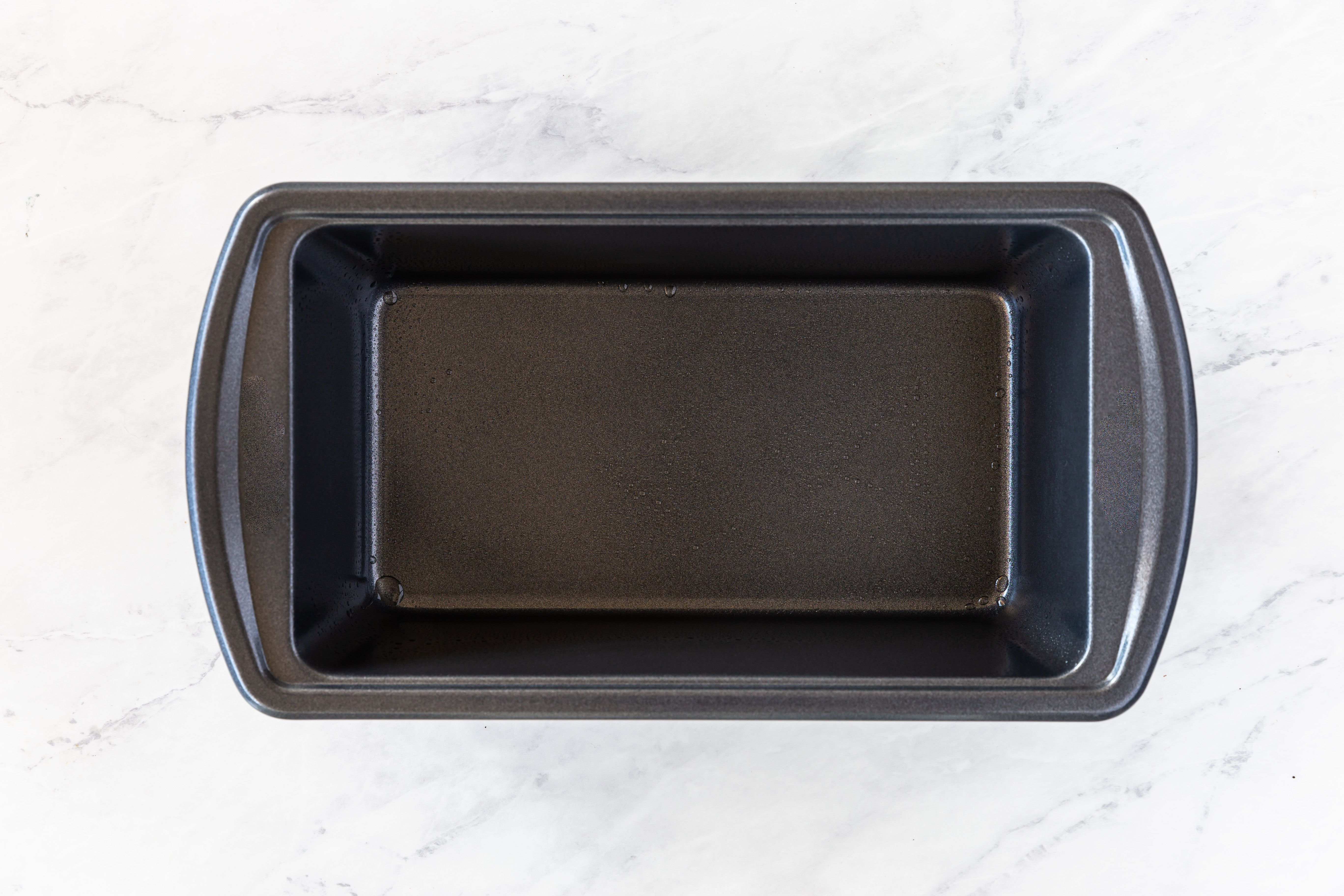 Lightly oiled loaf pan