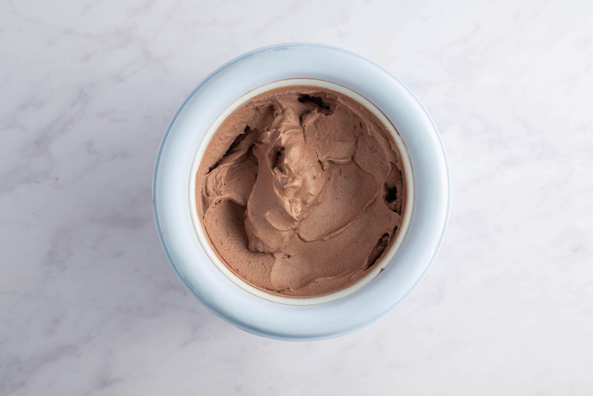 Freeze chocolate ice cream