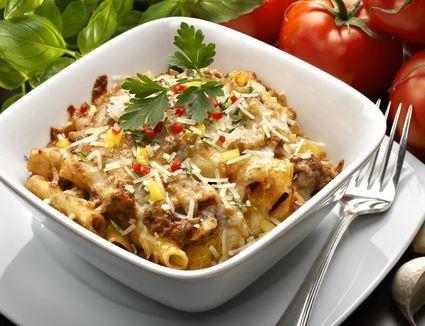 Beef macaroni and cheese casserole