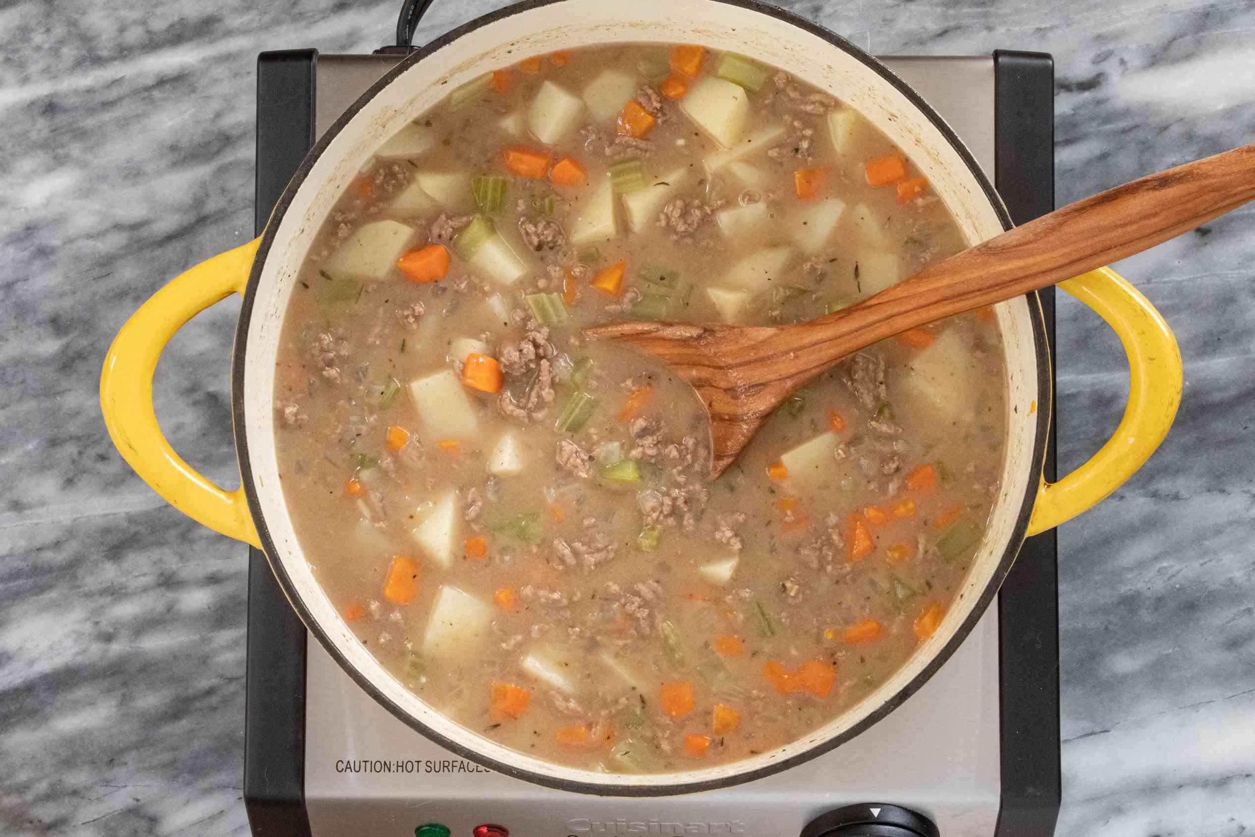 making cheeseburger soup