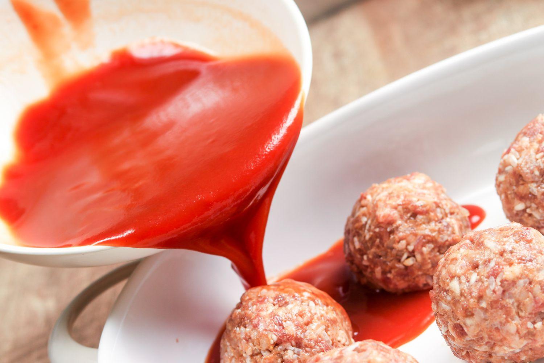Porcupine meatballs with tomato sauce
