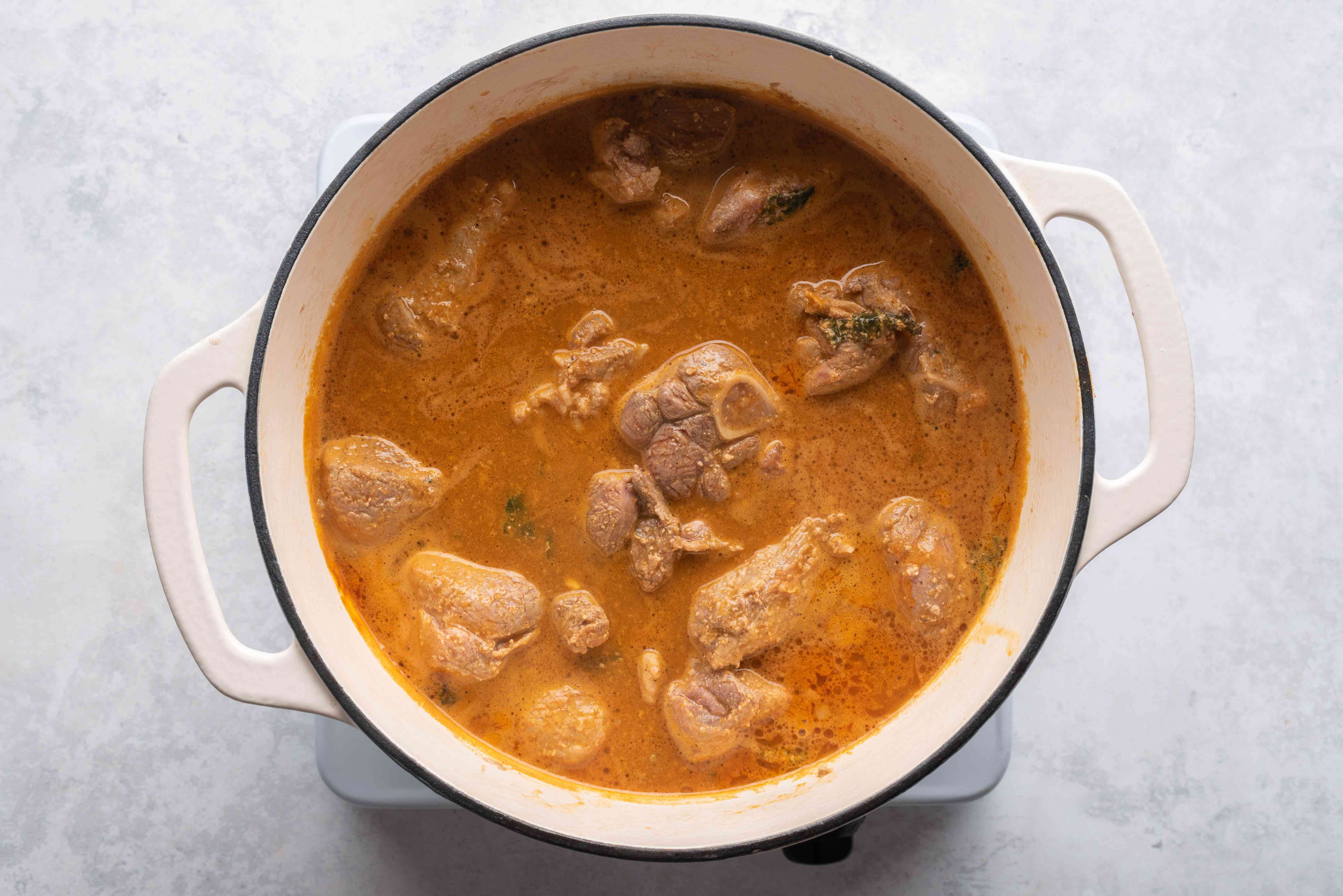 Pour the pureed sauce over the meat in the pot