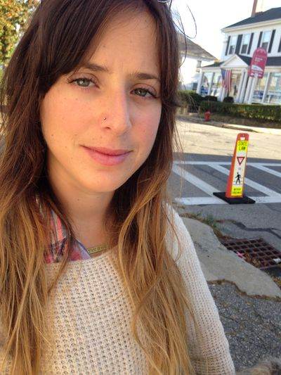 Hannah Selinger Bio Photo