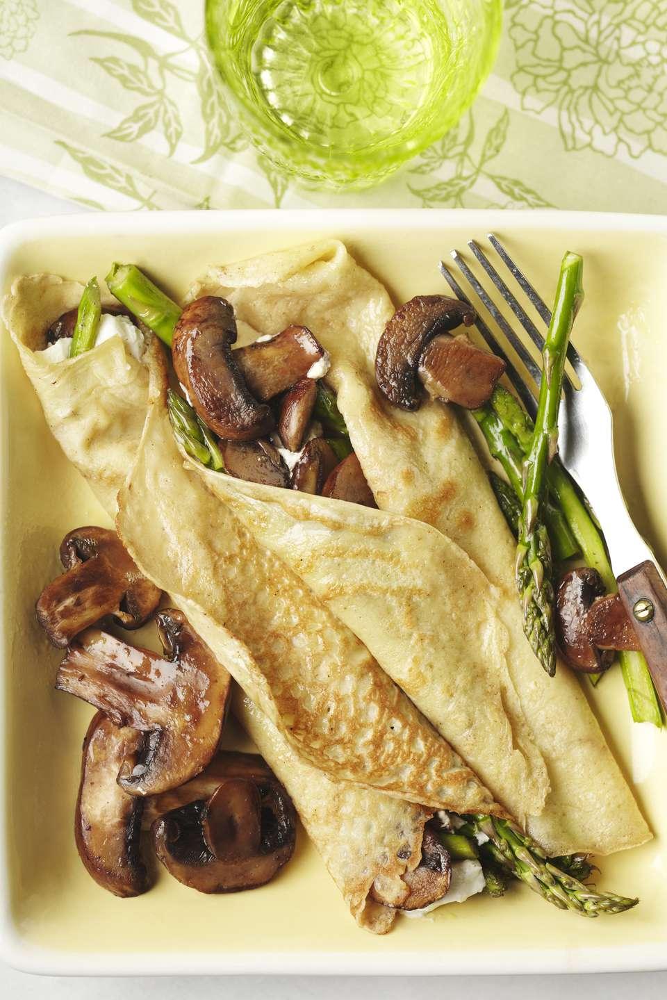 Receta de crepes rellenos de pollo y champiñones (Blini)