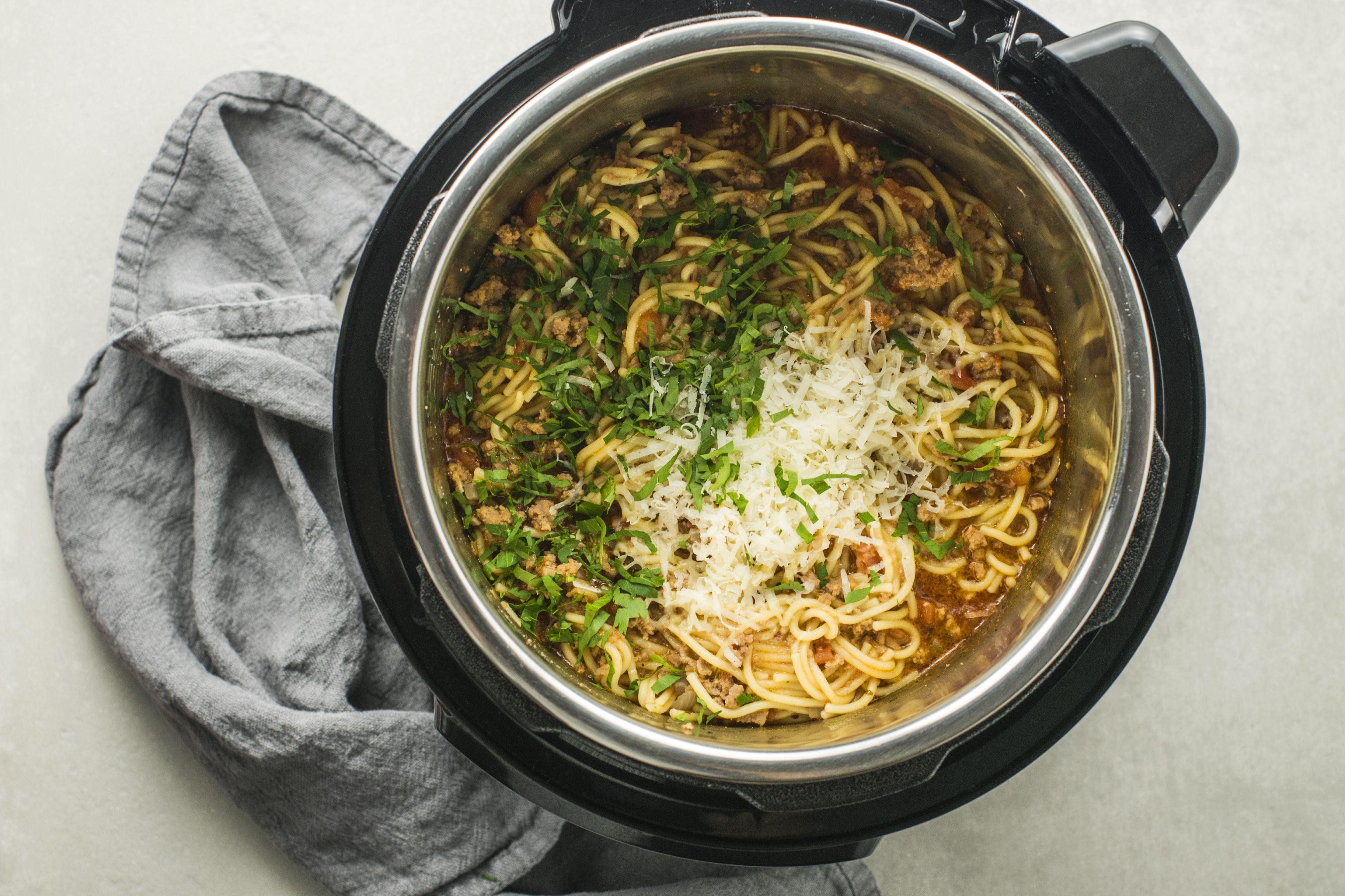 Stir the spaghetti and sauce