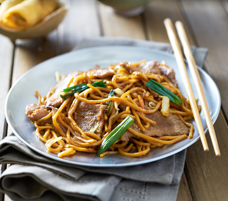 beef lo mein dish