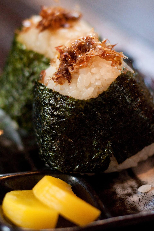 Bolas de arroz Okaka Onigiri