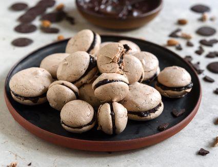 Easy classic chocolate macaron