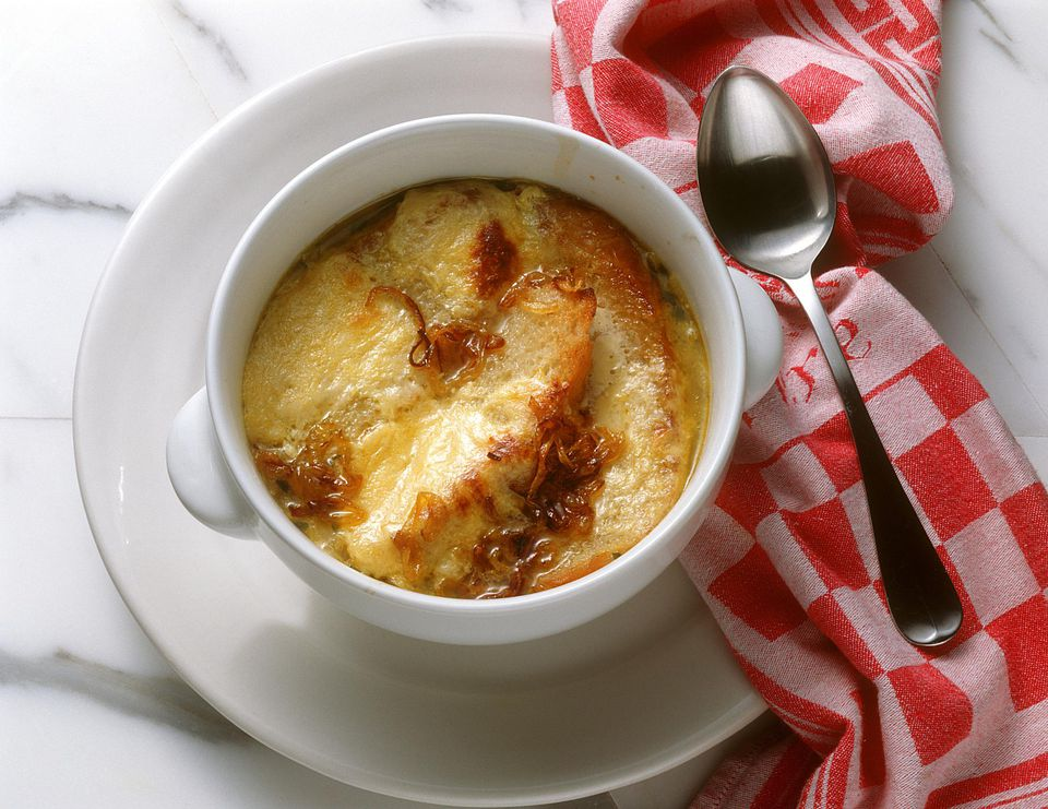 German Onion Soup - Zwiebelsuppe gratiniert