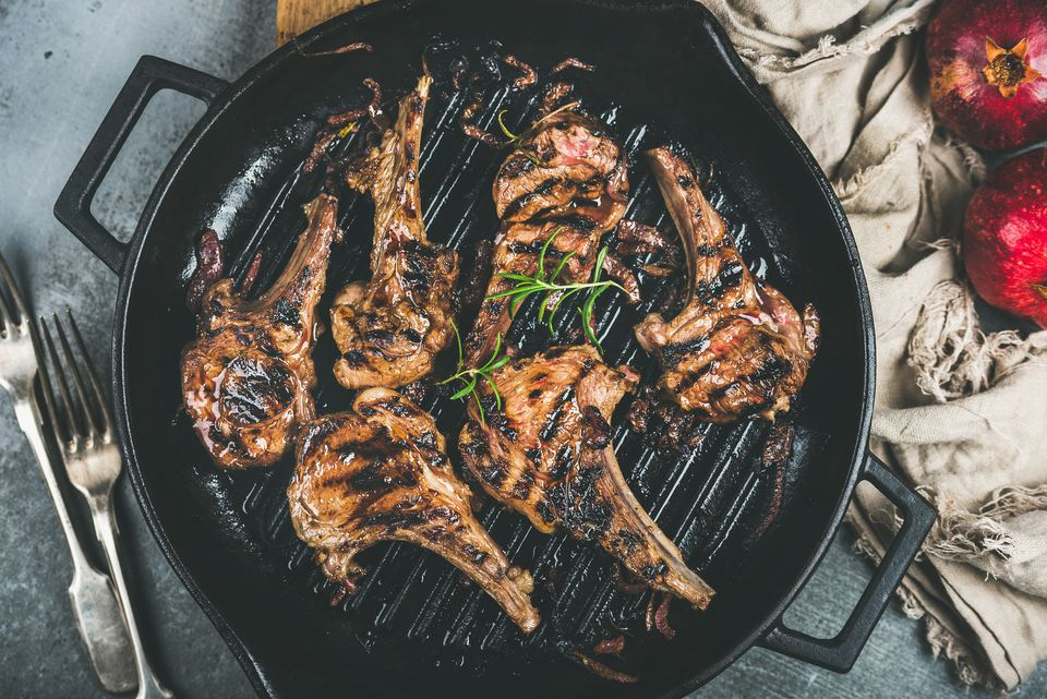 grilled lamb chops in cast iron pan
