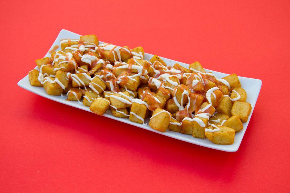 Receta de papas españolas en tres salsas