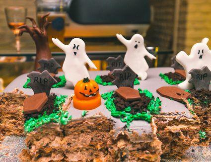 Graveyard-themed Halloween Cake