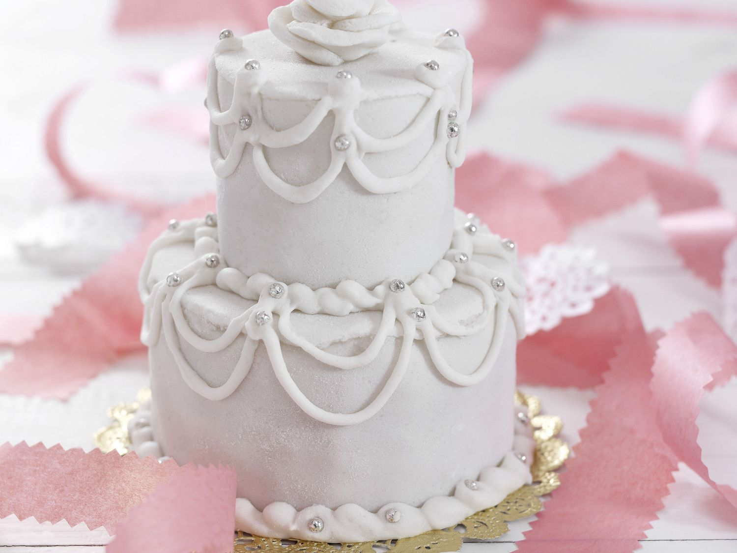 decorating ideas delectable image of wedding table.htm a beginner s guide to making a wedding cake  a beginner s guide to making a wedding cake