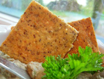 Gluten and grain-free almond flax cheese crackers