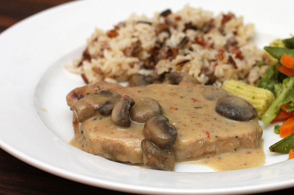 Pork Chops With Sour Cream Sauce