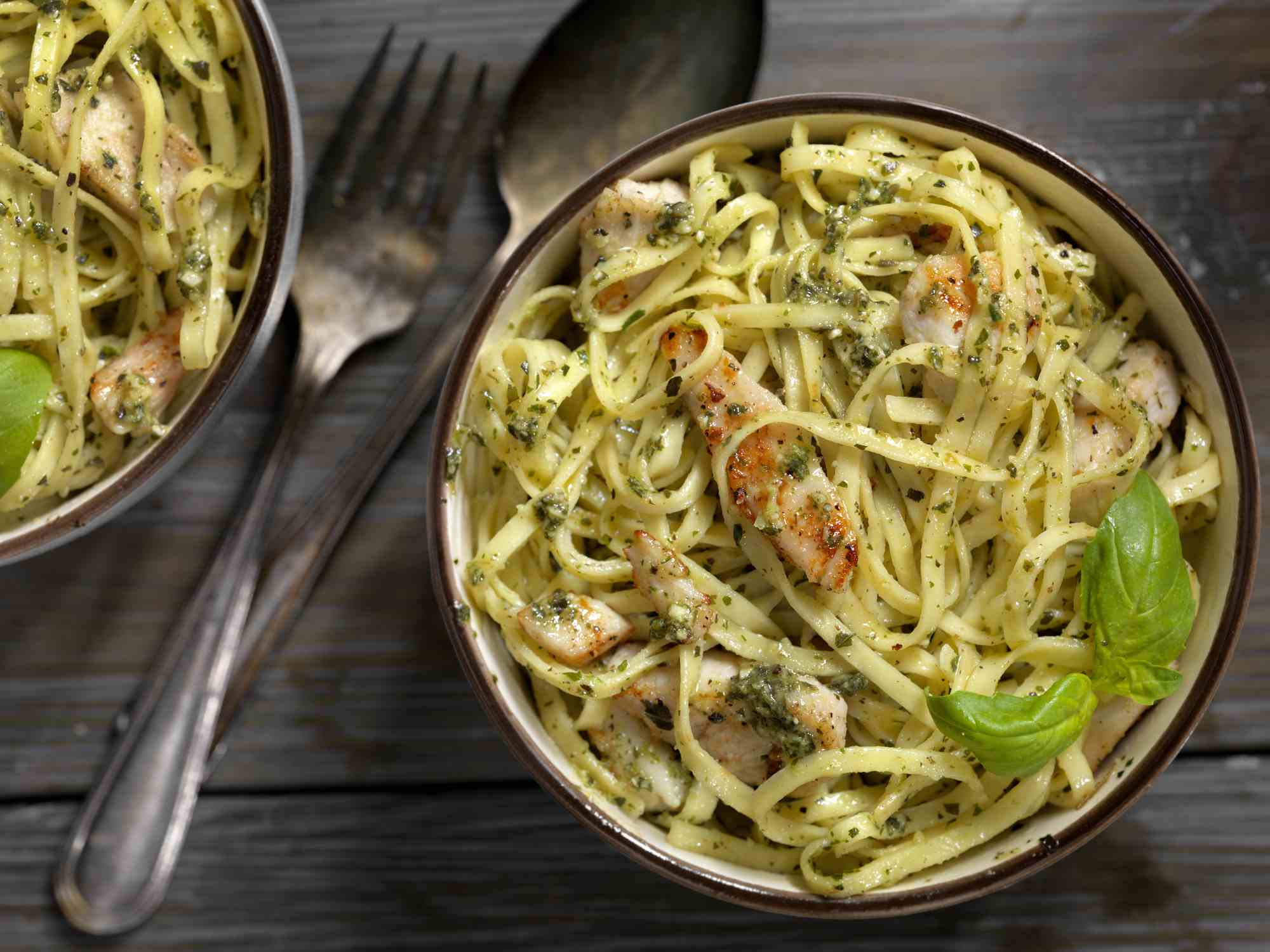 Linguine with grilled chicken and basil pesto