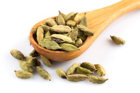 how to grind a small amount of cardamom