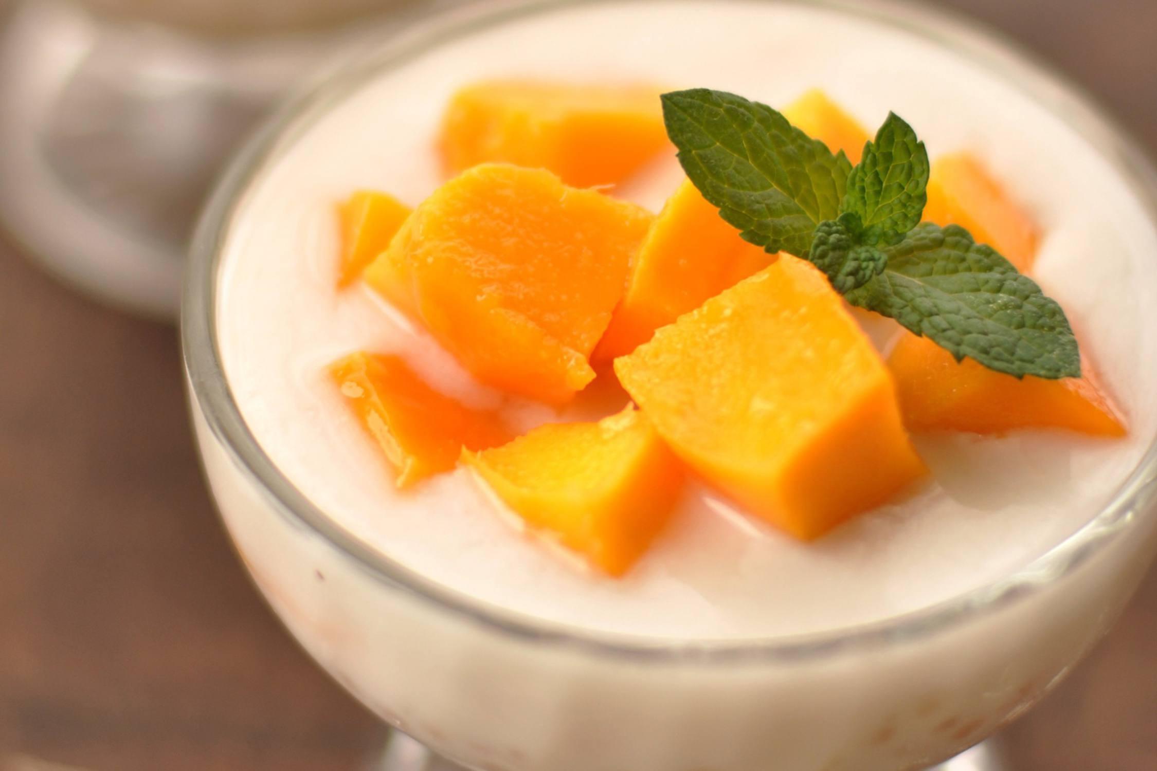 Mango and tapioca pearls