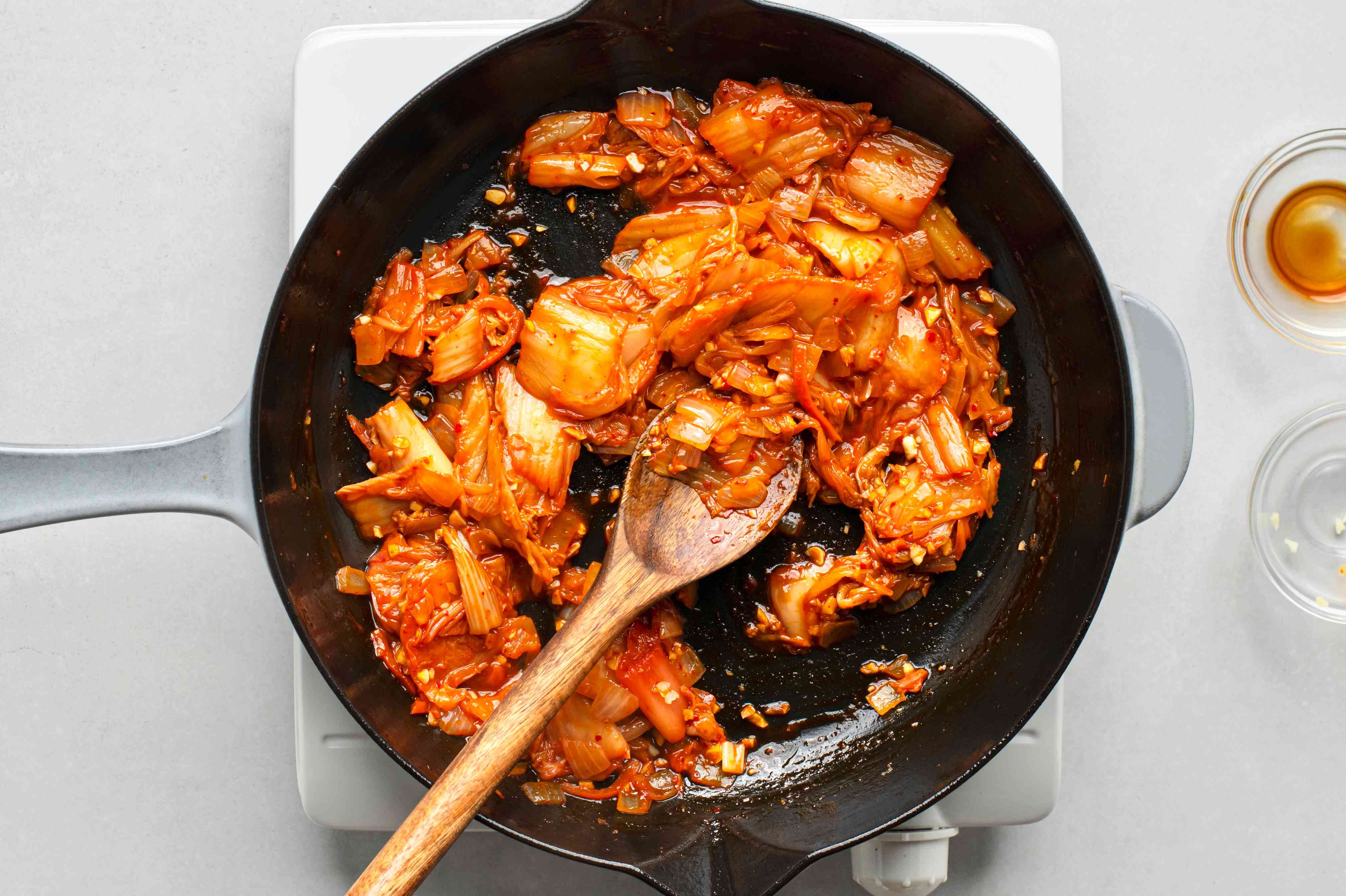add garlic and soy sauce to the kimchi in the pan