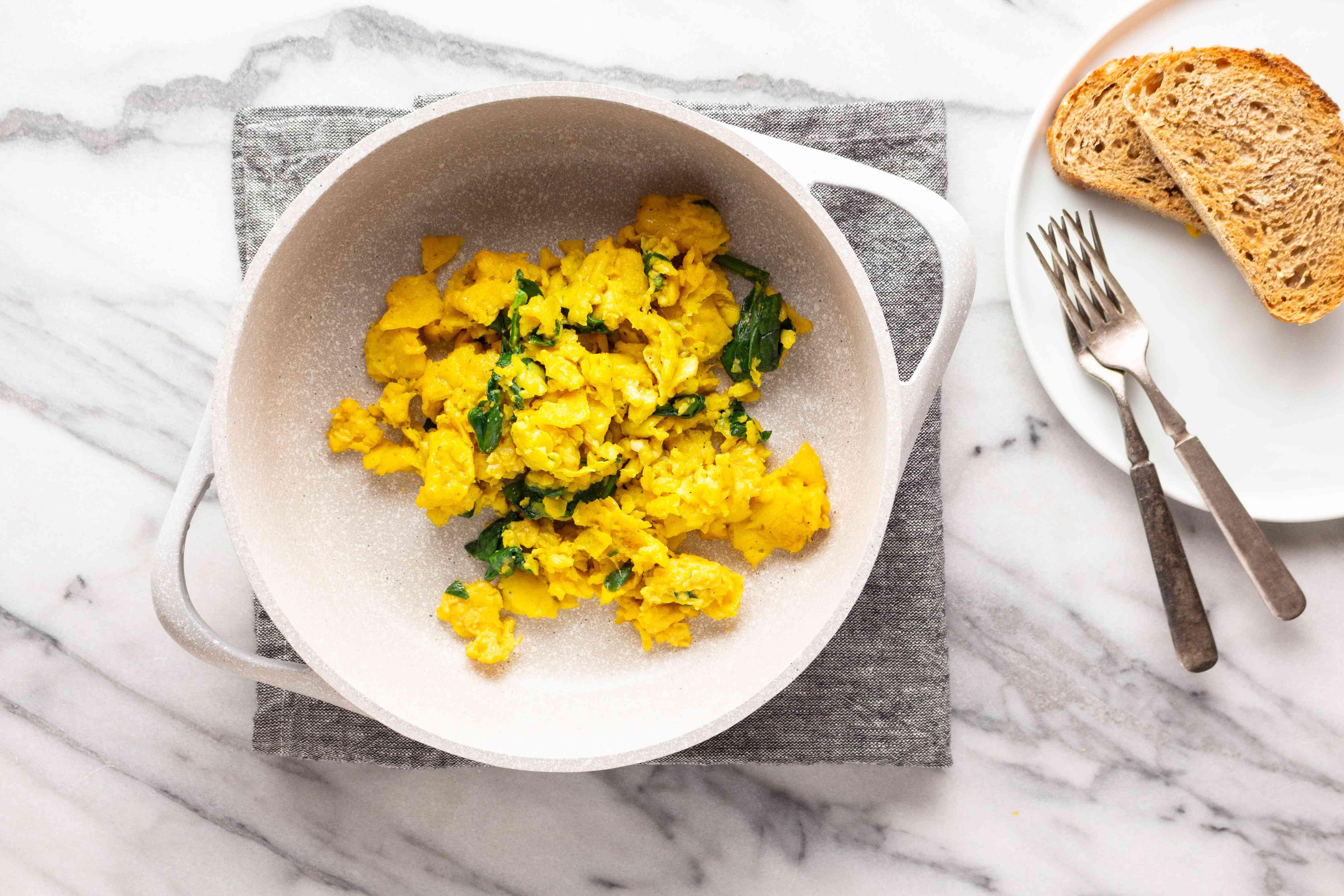 Healthy spinach scrambled eggs