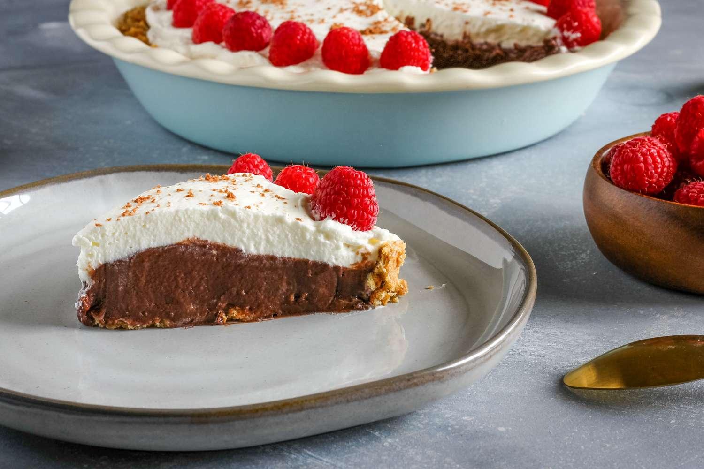 Slice of easy chocolate pudding pie recipe