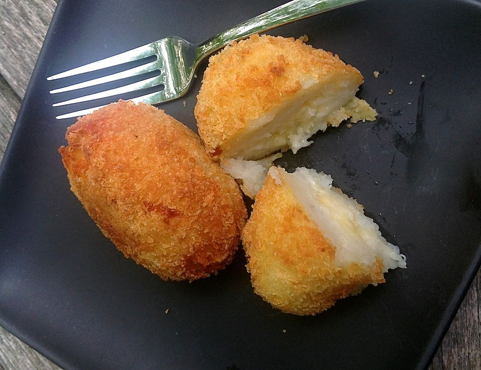 Cheesy Potato Croquettes - Easy Papas Rellenas Recipe