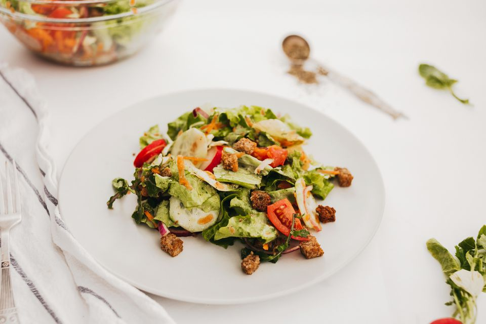 Basic tossed salad with homemade croutons