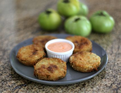 Fried green tomatoes with sriracha mayonnaise on a plate