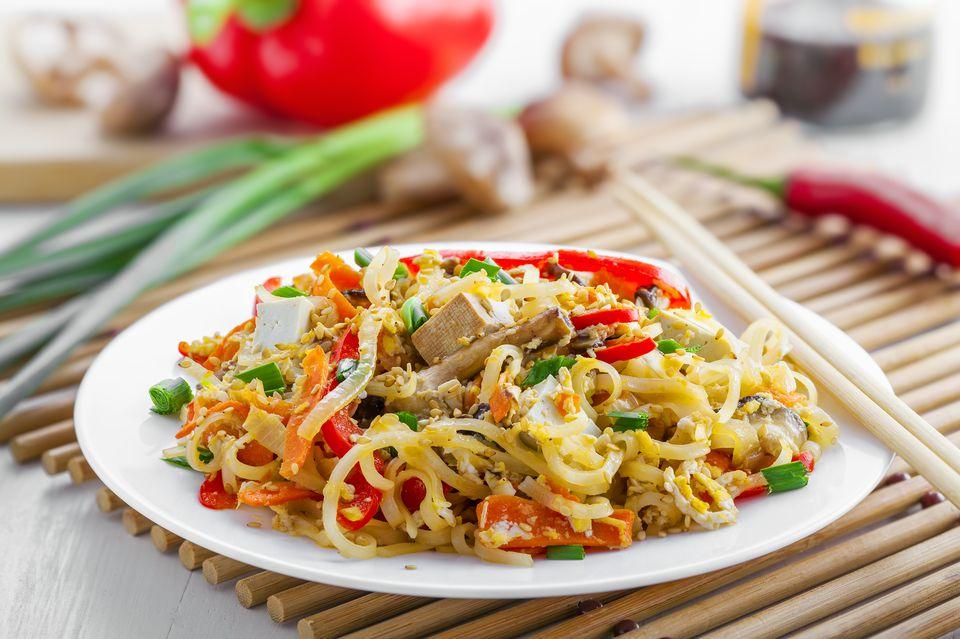 Easy vegetarian pad thai noodle recipe vegan gluten free option forumfinder Choice Image